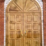 Дверь металлическая-отделка натур. дуб
