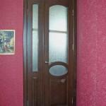 Дверь современная со остеклением